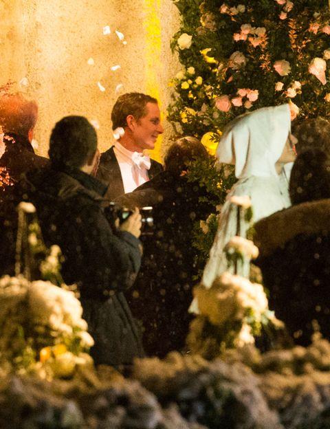 Petal, Holiday, Ceremony, Floristry, Flower Arranging, Tradition, Bouquet, Christmas, Floral design, Rose,