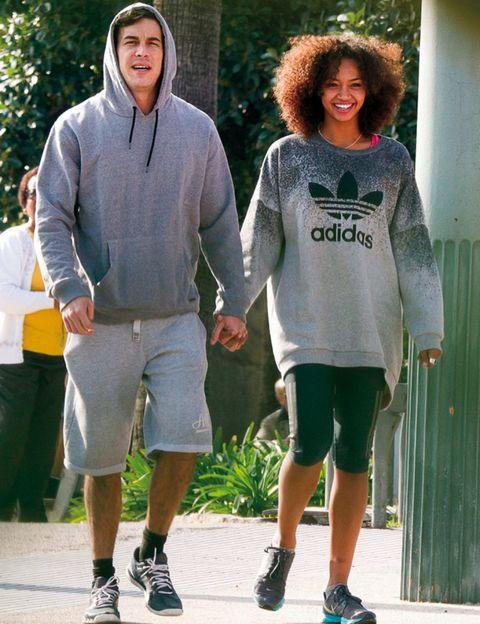 Footwear, Leg, Green, Sleeve, Shoe, Standing, Human leg, T-shirt, Style, Shorts,