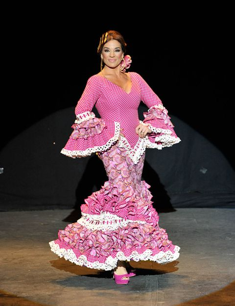 Event, Performing arts, Entertainment, Dancer, Magenta, Pink, Performance, Fashion, Stage, Costume design,