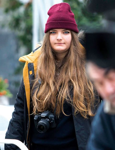 Nose, Single-lens reflex camera, Lip, Winter, Textile, Camera, Street fashion, Headgear, Jacket, Fashion,