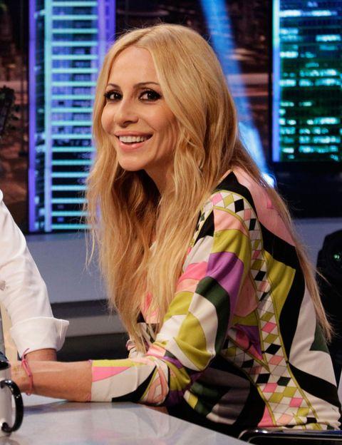 Blond, Employment, Eyelash, Long hair, Television presenter, Brown hair, Job, Layered hair, White-collar worker, Makeover,