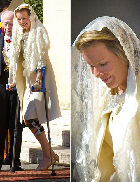 Sleeve, Textile, Headgear, Fashion, Veil, Beige, Bridal veil, Fur, High heels, Bridal accessory,