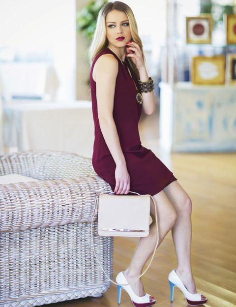 Human leg, Shoulder, Dress, Sitting, Style, High heels, Beauty, Fashion model, Knee, Fashion,