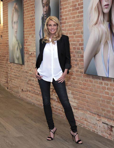 Joint, Outerwear, Style, Beauty, Street fashion, Denim, Fashion, Neck, Blazer, Picture frame,