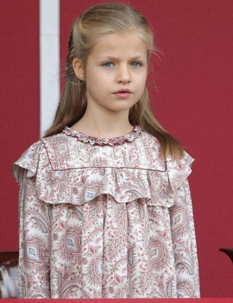 Eyelash, Blond, Long hair, Brown hair, Child model, Day dress, Fashion design, Embellishment, One-piece garment,
