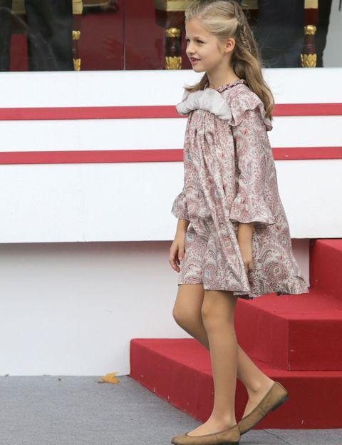 Clothing, Sleeve, Dress, Shoulder, Red, Human leg, Style, One-piece garment, Fashion, Day dress,