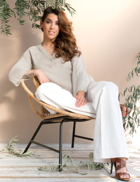 Product, Shoe, Sitting, Comfort, Beige, Foot, Long hair, Sandal, Photo shoot, Ankle,