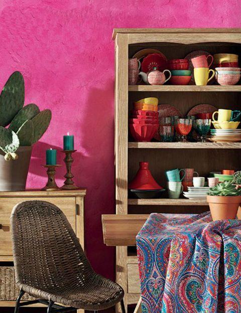 Serveware, Flowerpot, Room, Interior design, Dishware, Houseplant, Shelf, Porcelain, Shelving, Pottery,