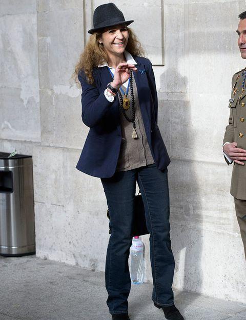 Clothing, Leg, Coat, Sleeve, Trousers, Collar, Hat, Military uniform, Standing, Denim,