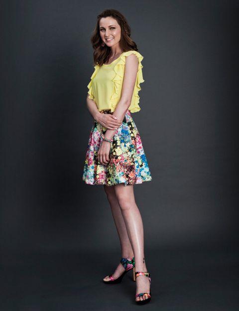 Clothing, Leg, Sleeve, Human leg, Shoulder, Joint, One-piece garment, Style, Dress, Knee,