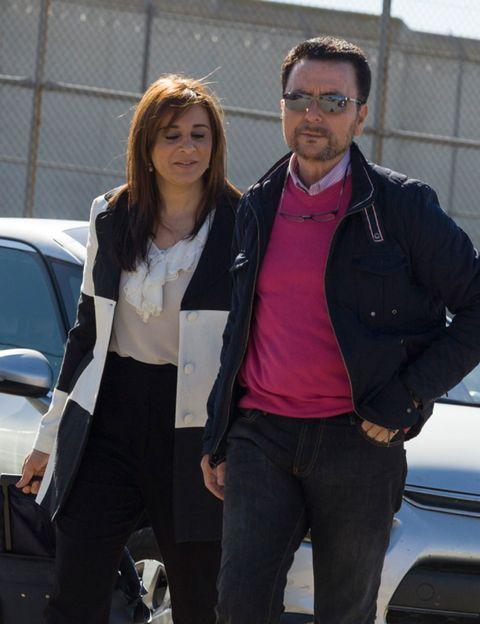 Jacket, Trousers, Shirt, Textile, Coat, Outerwear, Automotive exterior, Vehicle door, Bag, Sunglasses,