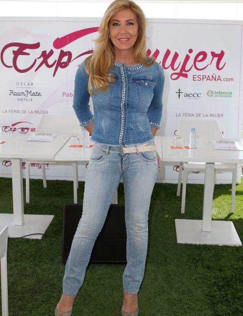 Denim, Sleeve, Trousers, Jeans, Textile, Style, Logo, Beauty, Pocket, Waist,