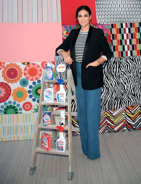 Textile, Blazer, Wood flooring, Laminate flooring, Visual arts, Curtain, Pattern, Creative arts, Window treatment, One-piece garment,