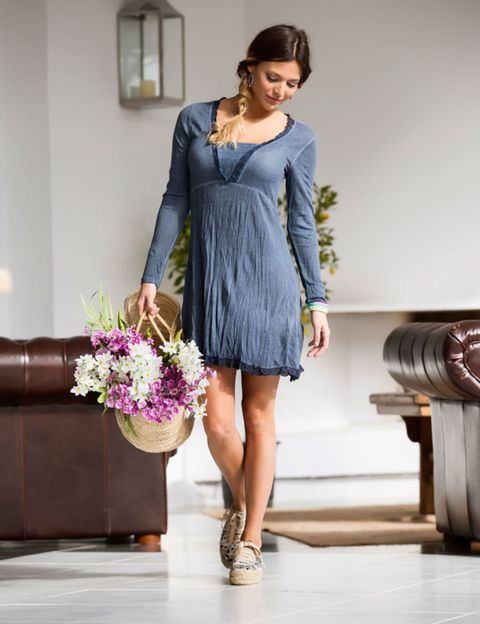 Clothing, Sleeve, Shoulder, Dress, Human leg, Joint, One-piece garment, Purple, Formal wear, Fashion,
