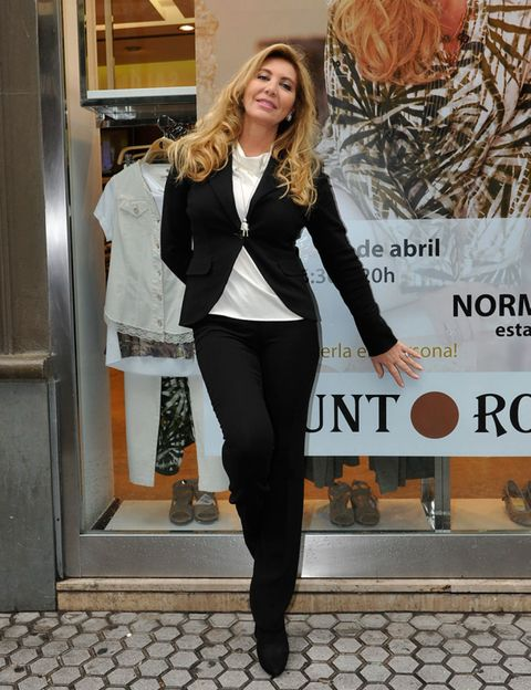 Trousers, Outerwear, Coat, Style, Street fashion, Fashion, Blazer, Logo, Blond, Fashion model,