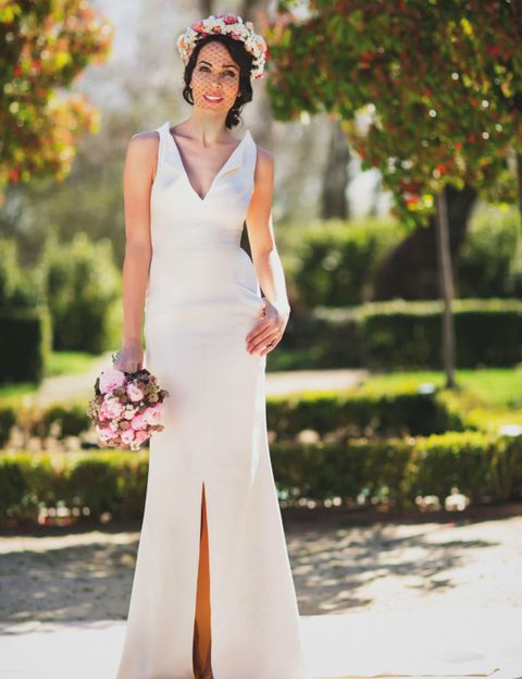 Clothing, Shoulder, Dress, Photograph, White, Formal wear, Style, Gown, Wedding dress, Petal,