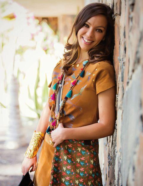 Human body, Street fashion, Jewellery, Fashion accessory, Fashion, Beauty, Abdomen, Trunk, Long hair, Necklace,