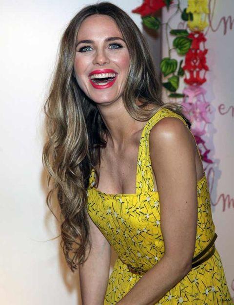 Lip, Yellow, Hairstyle, Dress, Tooth, Beauty, Day dress, One-piece garment, Eyelash, Long hair,