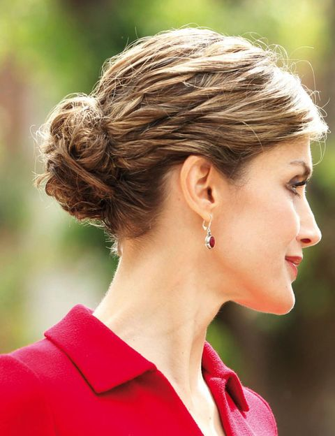 Ear, Earrings, Lip, Hairstyle, Chin, Forehead, Red, Style, Jewellery, Fashion accessory,