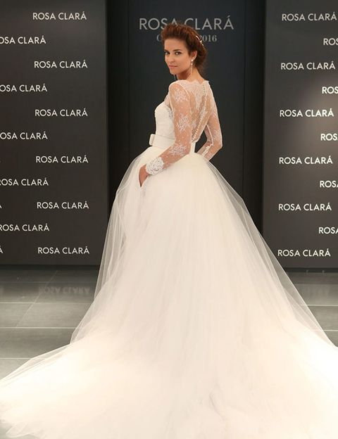 Clothing, Sleeve, Human body, Shoulder, Dress, Formal wear, Gown, Style, Wedding dress, Beauty,