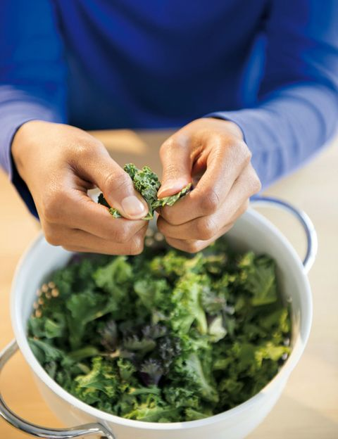 Finger, Ingredient, Food, Leaf vegetable, Produce, Herb, Bowl, Thumb, Vegetable, Whole food,