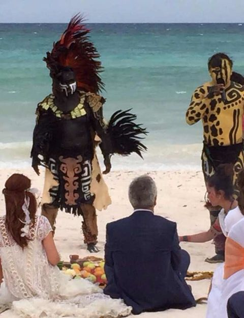 Interaction, People on beach, Ocean, Beach, Holiday, Back, Ceremony, Liberty spikes, Fictional character, Tropics,