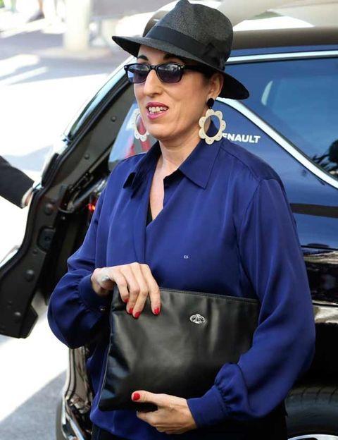Eyewear, Glasses, Vision care, Sunglasses, Hat, Goggles, Street fashion, Sun hat, Vehicle door, Fedora,