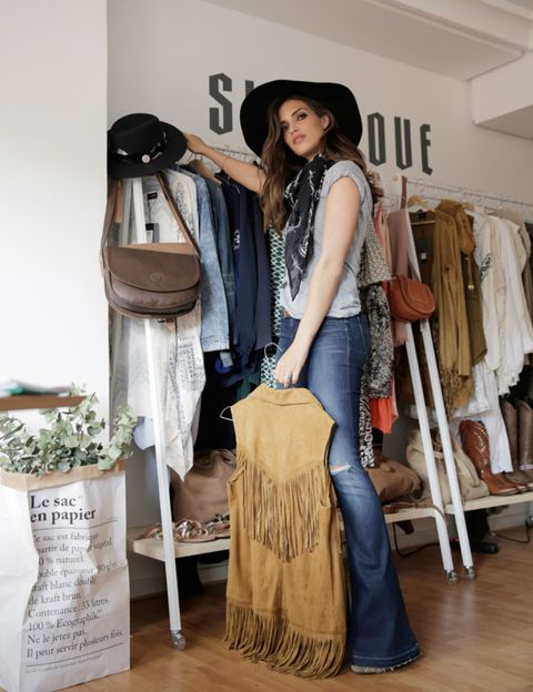 Textile, Style, Bag, Flooring, Fashion, Denim, Retail, Hardwood, Wood flooring, Clothes hanger,