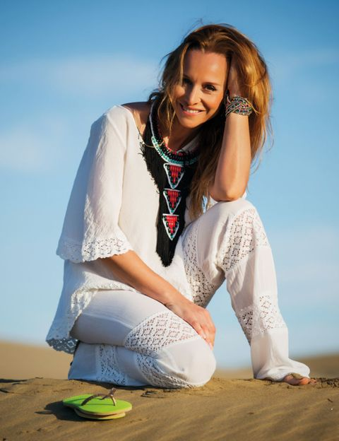 Sitting, Landscape, Happy, People in nature, Jewellery, Sand, Beauty, Knee, Photography, Photo shoot,