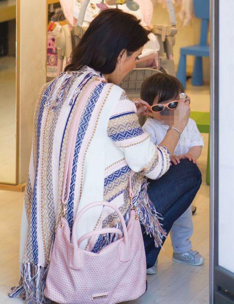Shoulder, Textile, Bag, Street fashion, Luggage and bags, Handbag, Shoulder bag, Back, Makeover, Fashion design,