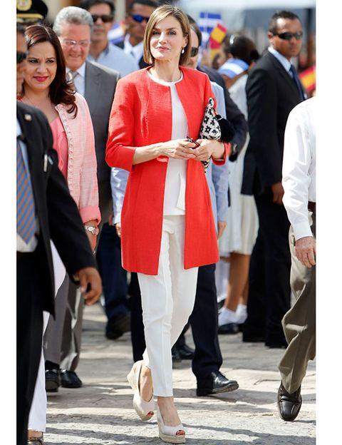 Clothing, Footwear, Leg, Trousers, Outerwear, Coat, Suit, Style, Formal wear, Street fashion,