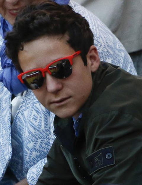 Eyewear, Vision care, Hairstyle, Goggles, Forehead, Sunglasses, Outerwear, Mammal, Jacket, Style,