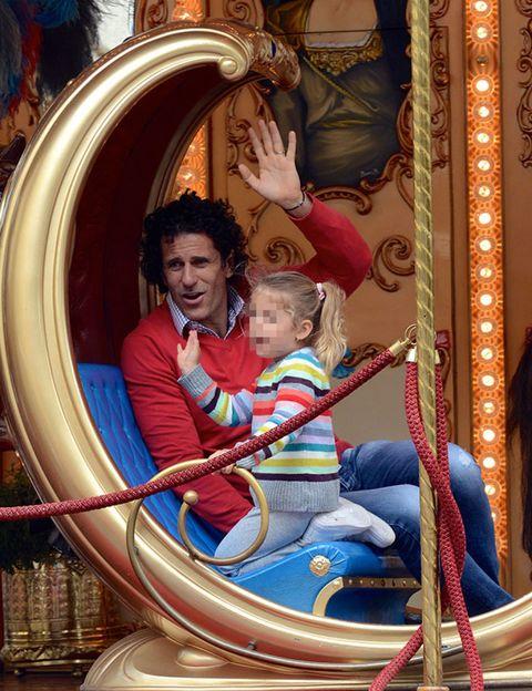 Fun, People, Recreation, Leisure, Outdoor recreation, Organ, Amusement ride, Sitting, Amusement park, Vacation,