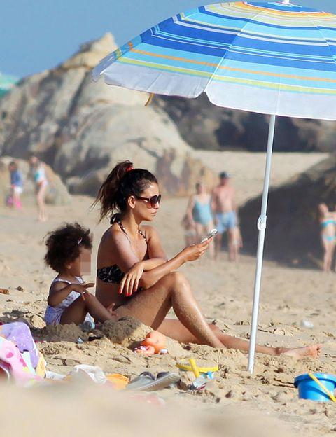Eyewear, Vision care, Fun, Sand, Tourism, People on beach, Leisure, Summer, Beach, Sunglasses,