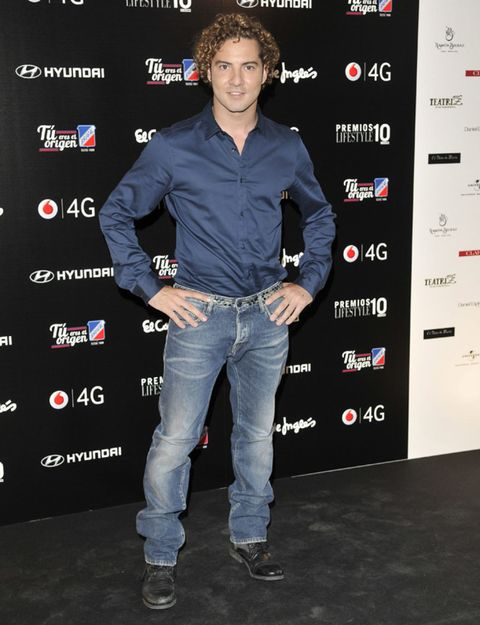 Sleeve, Denim, Trousers, Jeans, Dress shirt, Shirt, Style, Collar, Premiere, Pocket,