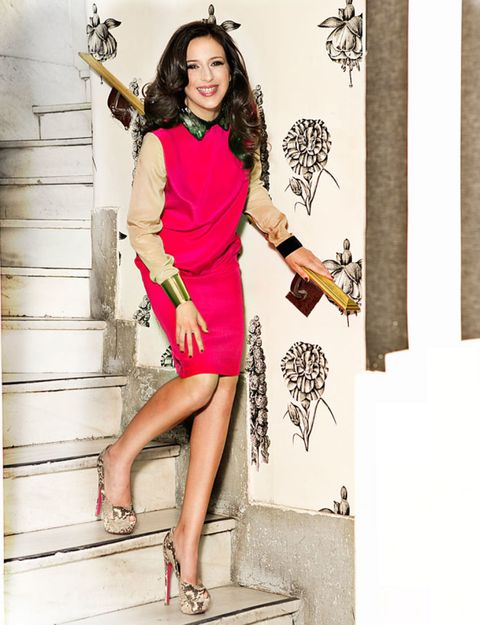 Footwear, Leg, Human leg, Joint, Dress, Style, High heels, Sandal, Fashion accessory, Knee,