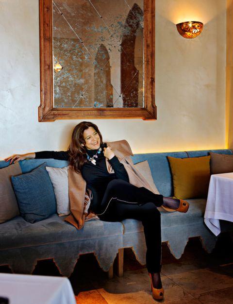 Lighting, Room, Human leg, Textile, Comfort, Interior design, Knee, Couch, Interior design, Thigh,