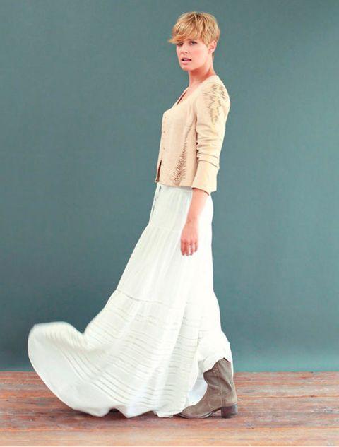 Clothing, Sleeve, Shoulder, Joint, Floor, Formal wear, Flooring, Neck, Red hair, Waist,