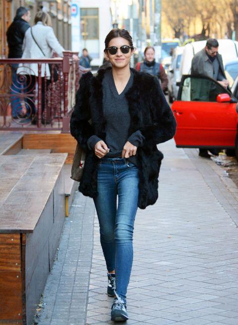 Clothing, Eyewear, Vision care, Trousers, Denim, Textile, Jeans, Outerwear, Bag, Sunglasses,