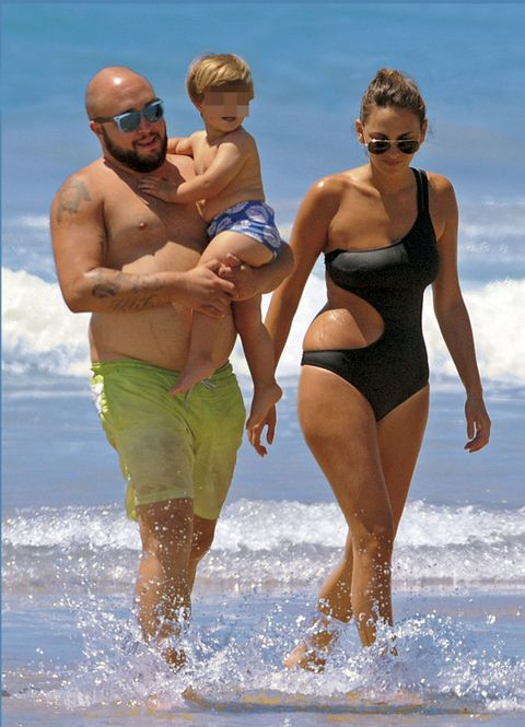 Eyewear, Fun, Human body, People on beach, Standing, Leisure, People in nature, Summer, Chest, Goggles,