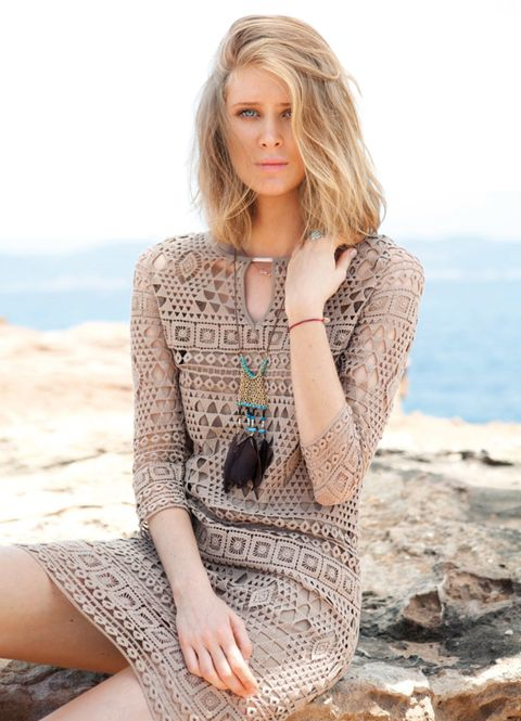 Clothing, Hairstyle, Skin, Sleeve, Human body, Shoulder, Photograph, Joint, Sitting, Summer,
