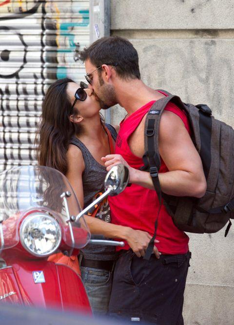 Eyewear, Sunglasses, Goggles, Fender, Motorcycle, Bag, Automotive lighting, Interaction, Headlamp, Kiss,