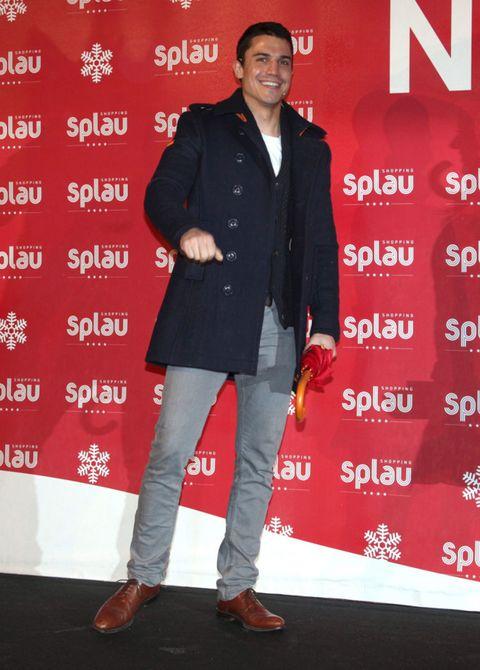 Footwear, Shoe, Sleeve, Trousers, Red, Outerwear, Style, Collar, Blazer, Premiere,