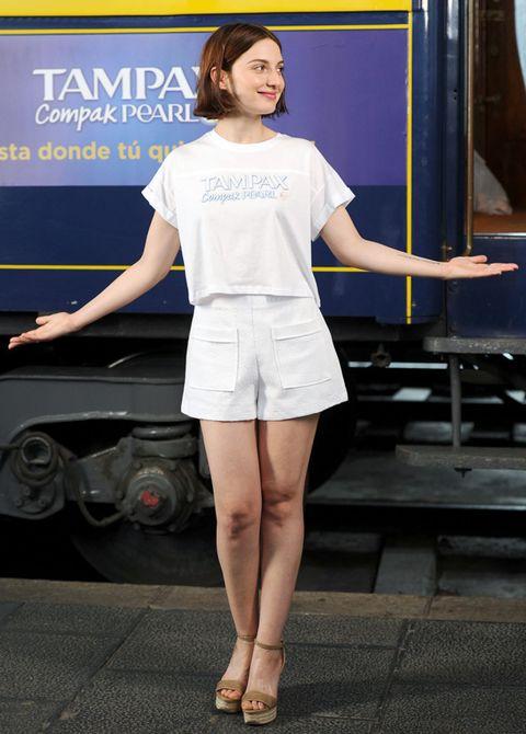 Sleeve, Human leg, Shoulder, Joint, Style, Waist, Knee, Fashion, Thigh, Fashion model,