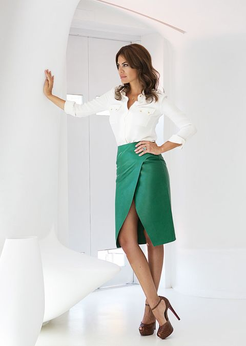 Sleeve, Shoe, Human leg, Shoulder, Textile, Joint, Elbow, Style, Collar, High heels,