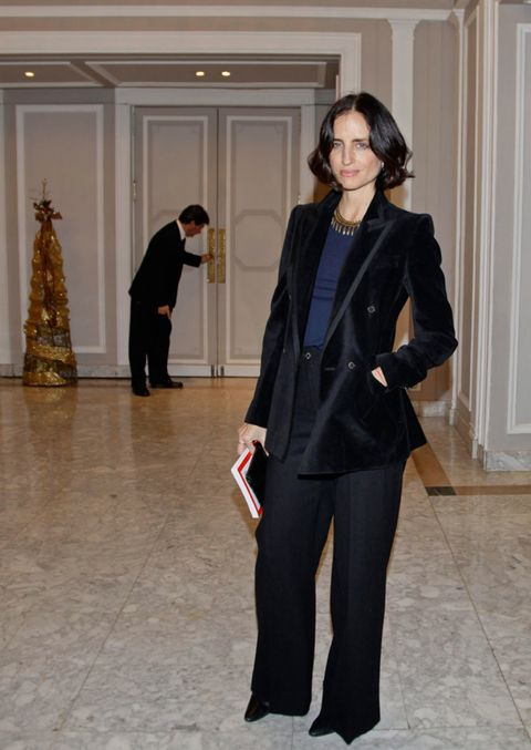 Clothing, Sleeve, Human body, Coat, Standing, Collar, Outerwear, Floor, Formal wear, Style,