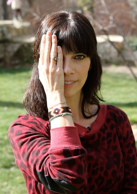 Finger, Lip, Hairstyle, Skin, Sleeve, Wrist, Style, Bangs, Pattern, Organ,