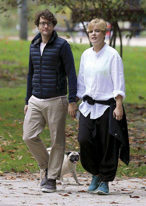 Clothing, Leg, Sleeve, Trousers, Collar, Carnivore, Street fashion, Waist, Belt, Dog,