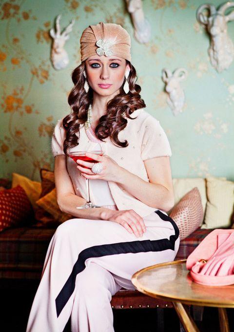 Eye, Sitting, Furniture, Headpiece, Fashion accessory, Hair accessory, Beauty, Wallpaper, Crown, Peach,