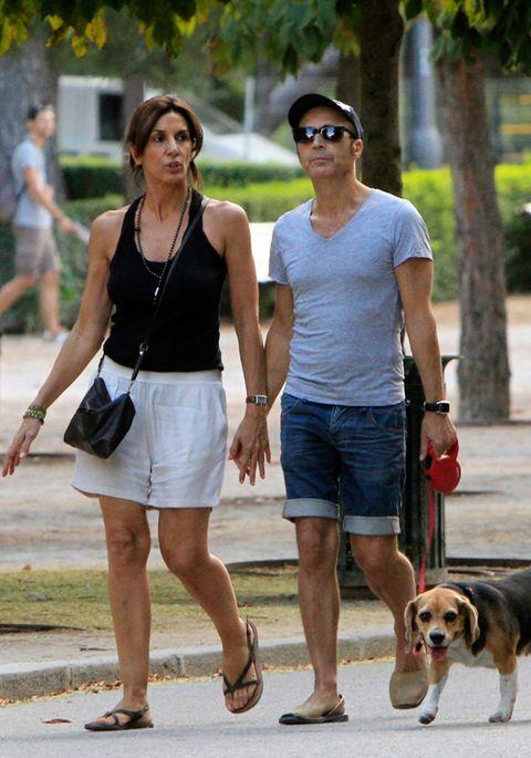 Clothing, Eyewear, Leg, Dog breed, Dog, Carnivore, Leash, Fashion accessory, Summer, Collar,